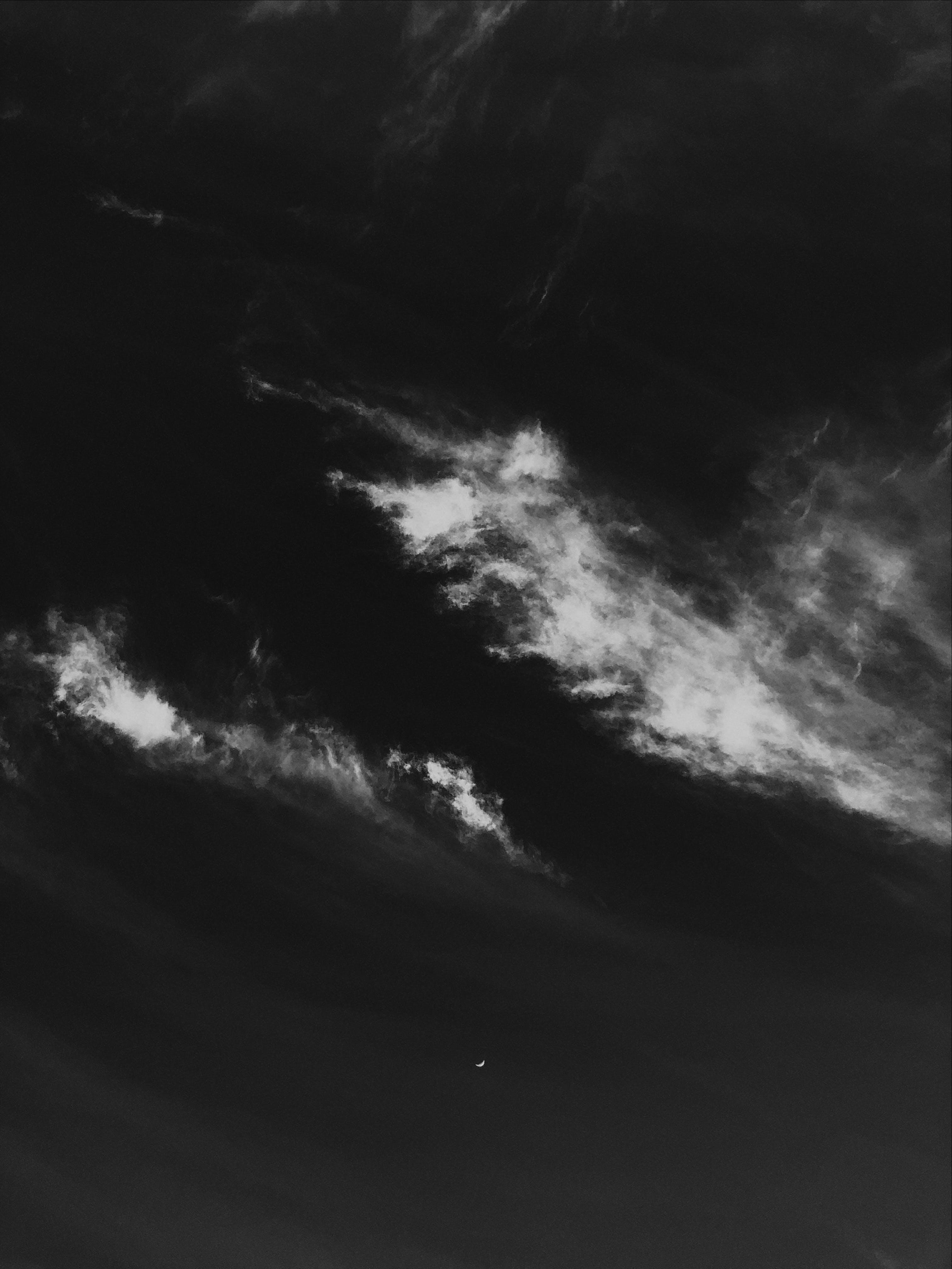 Foto d'estoc gratuïta de alba, blanc i negre, capvespre, cel