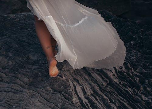 Gratis stockfoto met blootsvoets, blote voeten, buitenshuis, h2o