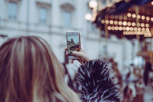 akıllı telefon, boş zaman, bulanıklık, eğlence içeren Ücretsiz stok fotoğraf