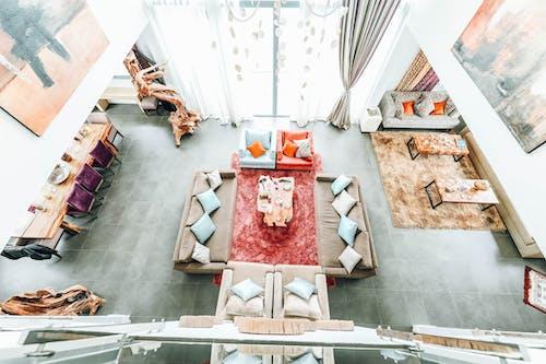 Безкоштовне стокове фото на тему «інтер'єр, всередині, декоративна подушка, диванна подушка»