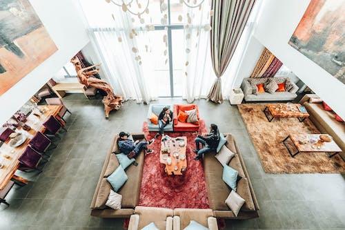Throw Pillows, 人, 內部, 地板 的 免費圖庫相片