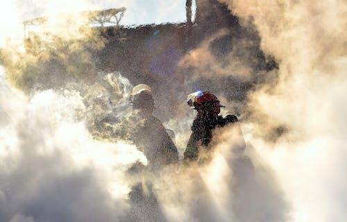 Ilmainen kuvapankkikuva tunnisteilla höyry, lämpö, palomies, pilkahdus