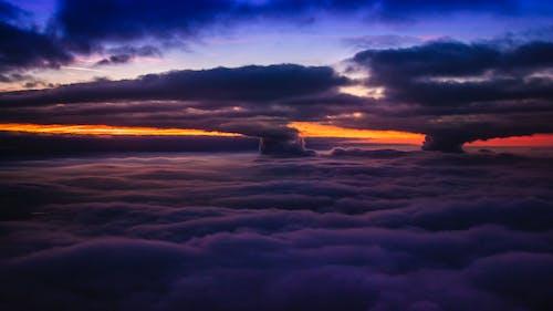 Kostenloses Stock Foto zu blauer himmel, dramatischer himmel, flug, fotografie