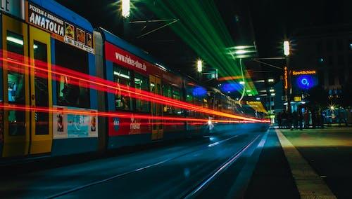 Gratis lagerfoto af aften, belyst, bevægelse, by