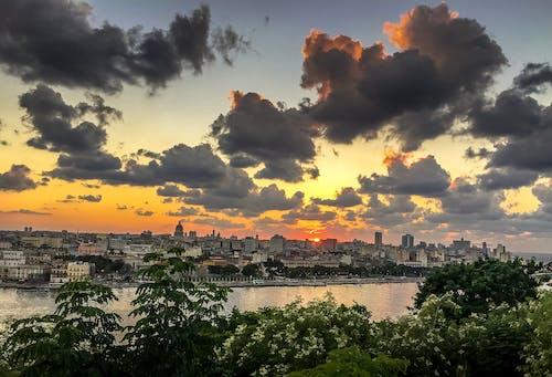 Gratis lagerfoto af Cuba, havana, overskyet himmel, skyline