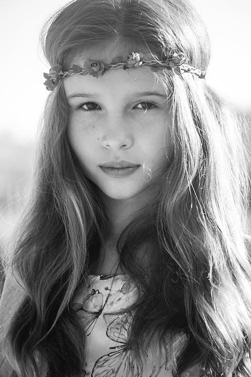 Foto d'estoc gratuïta de adorable, barrets, bellesa, blanc i negre