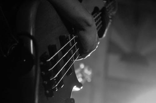 Darmowe zdjęcie z galerii z e-gitara, gitara, muzycy, muzyka