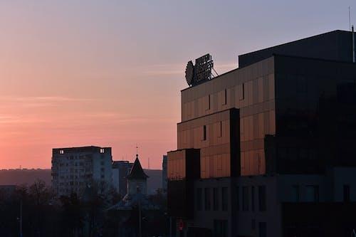 Foto profissional grátis de alvorecer, arquitetura, cair da noite, centro da cidade