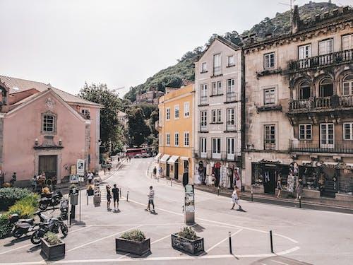 Foto d'estoc gratuïta de arquitectura, carrer, carreteres, cel