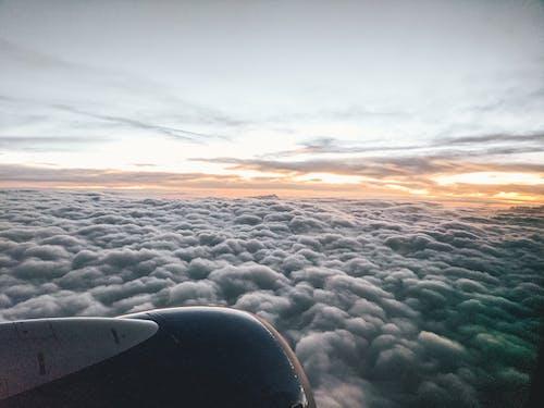 Gratis stockfoto met vliegen, vliegtuig, wolken, zonsopkomst