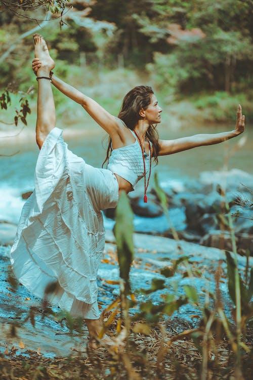 Foto d'estoc gratuïta de aigua, balanç, cos, dona