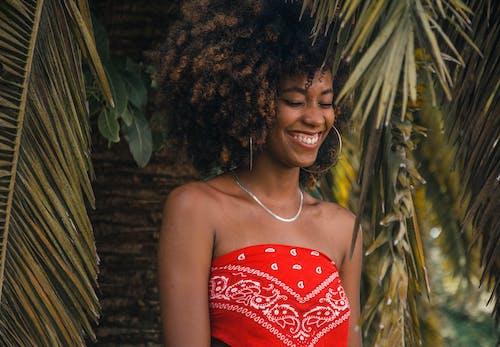 ほほえむ, ネックレス, ファッション, ブラジル人女性の無料の写真素材