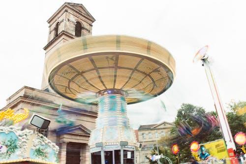 Základová fotografie zdarma na téma barevný, budova, jasná obloha, karneval