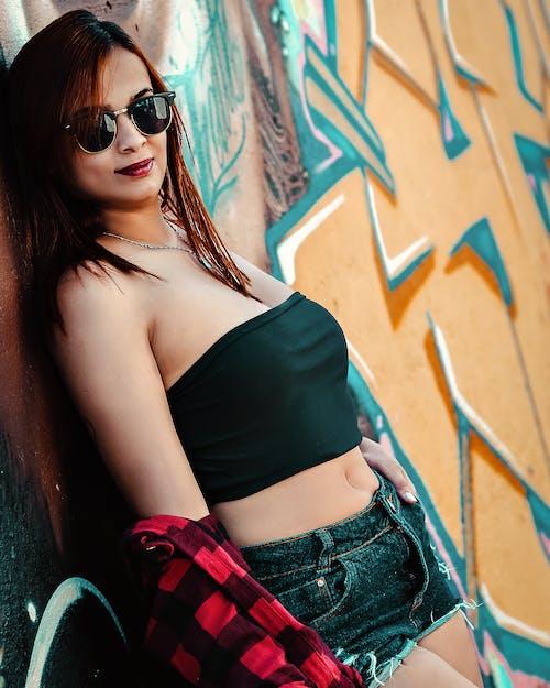 Fotos de stock gratuitas de apoyado, bonita, Gafas de sol, graffiti