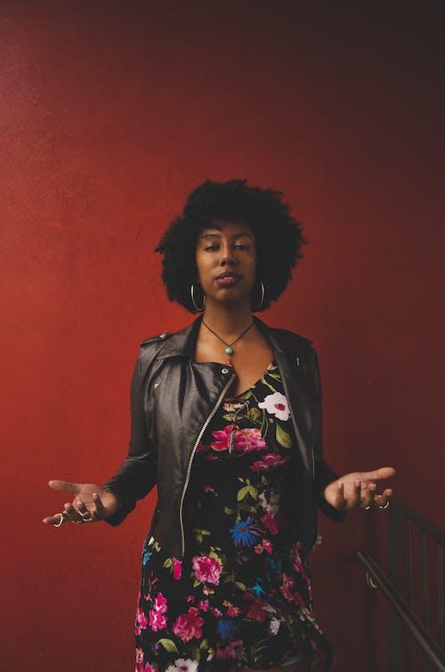 Fotobanka sbezplatnými fotkami na tému afro vlasy, Afroameričania, afroúčes, černoška