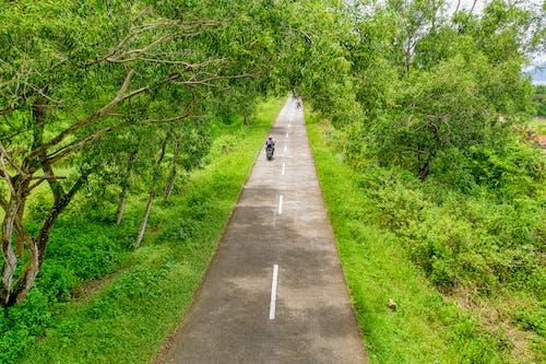 Fotobanka sbezplatnými fotkami na tému cesta, Indonézia, letecký záber, motocykel