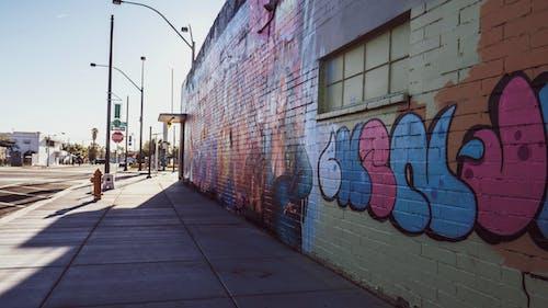Foto profissional grátis de arquitetura, construção, graffiti, muro