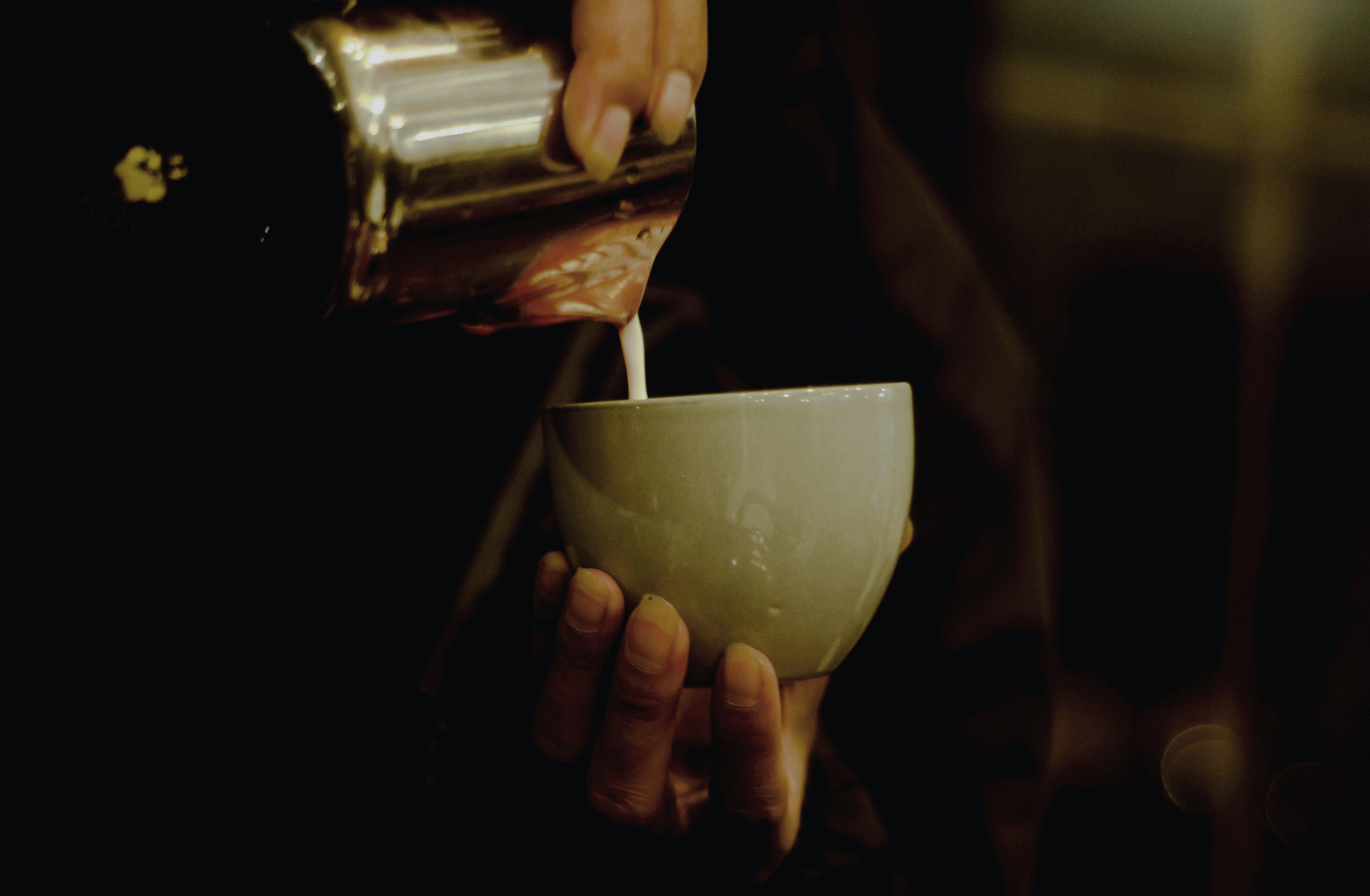คลังภาพถ่ายฟรี ของ การเท, คอนเทนเนอร์, ดื่ม, ถ้วย