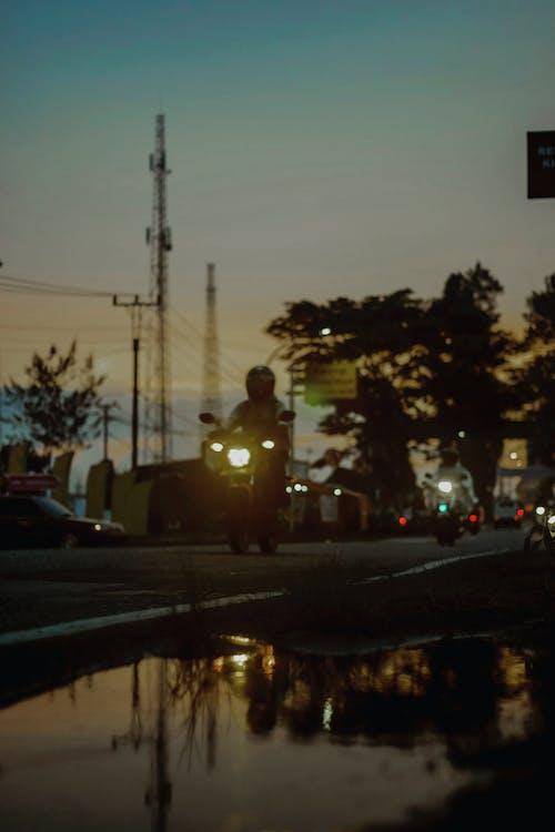 Безкоштовне стокове фото на тему «Захід сонця, Індонезія, мотоцикл»
