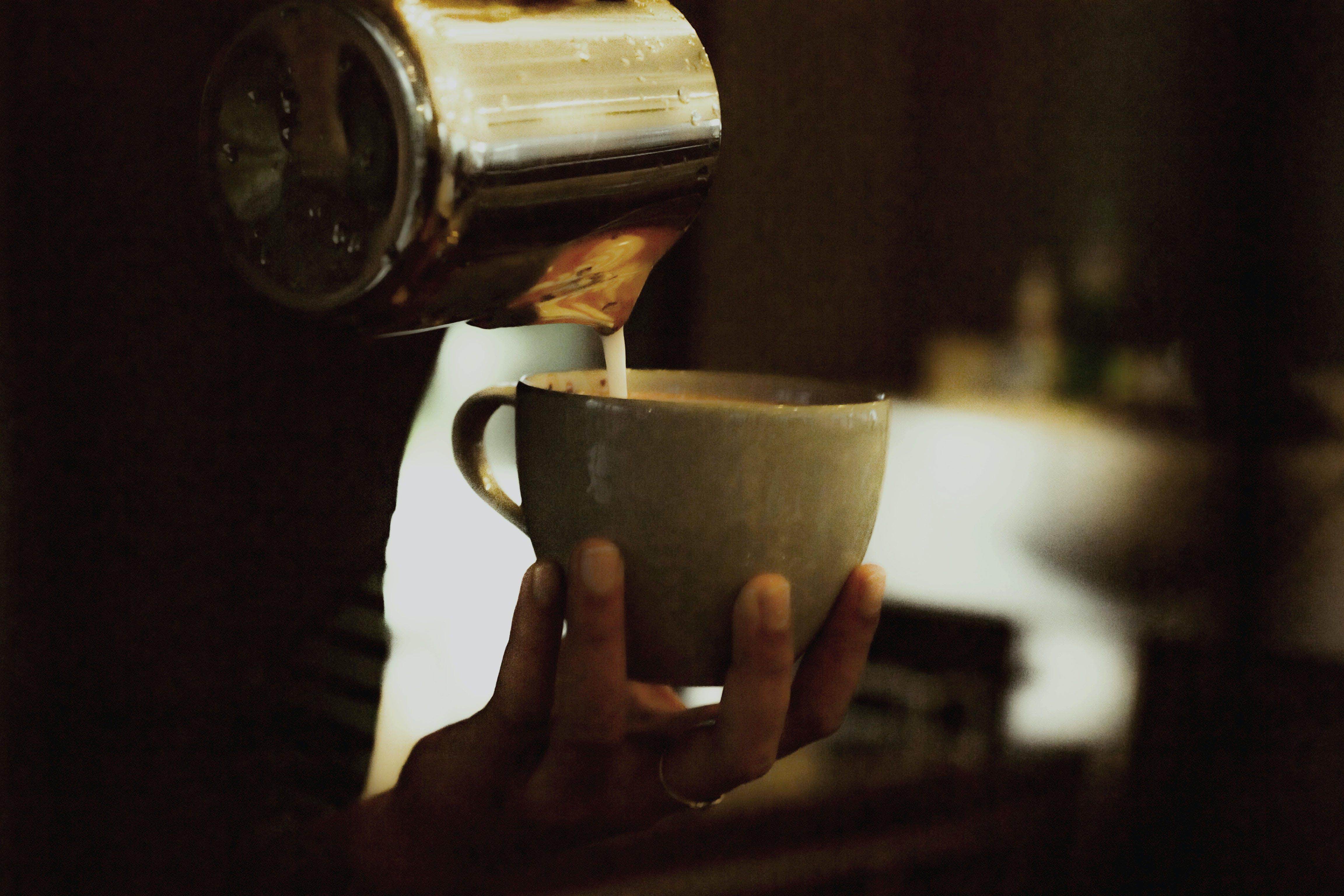 Gratis arkivbilde med barista, container, drikke, kaffe