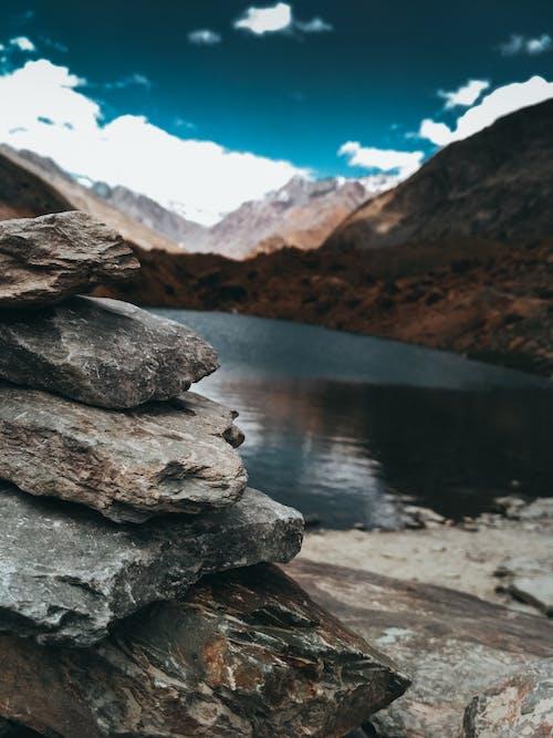 Gratis stockfoto met balancerende rots, berg, buiten, meer