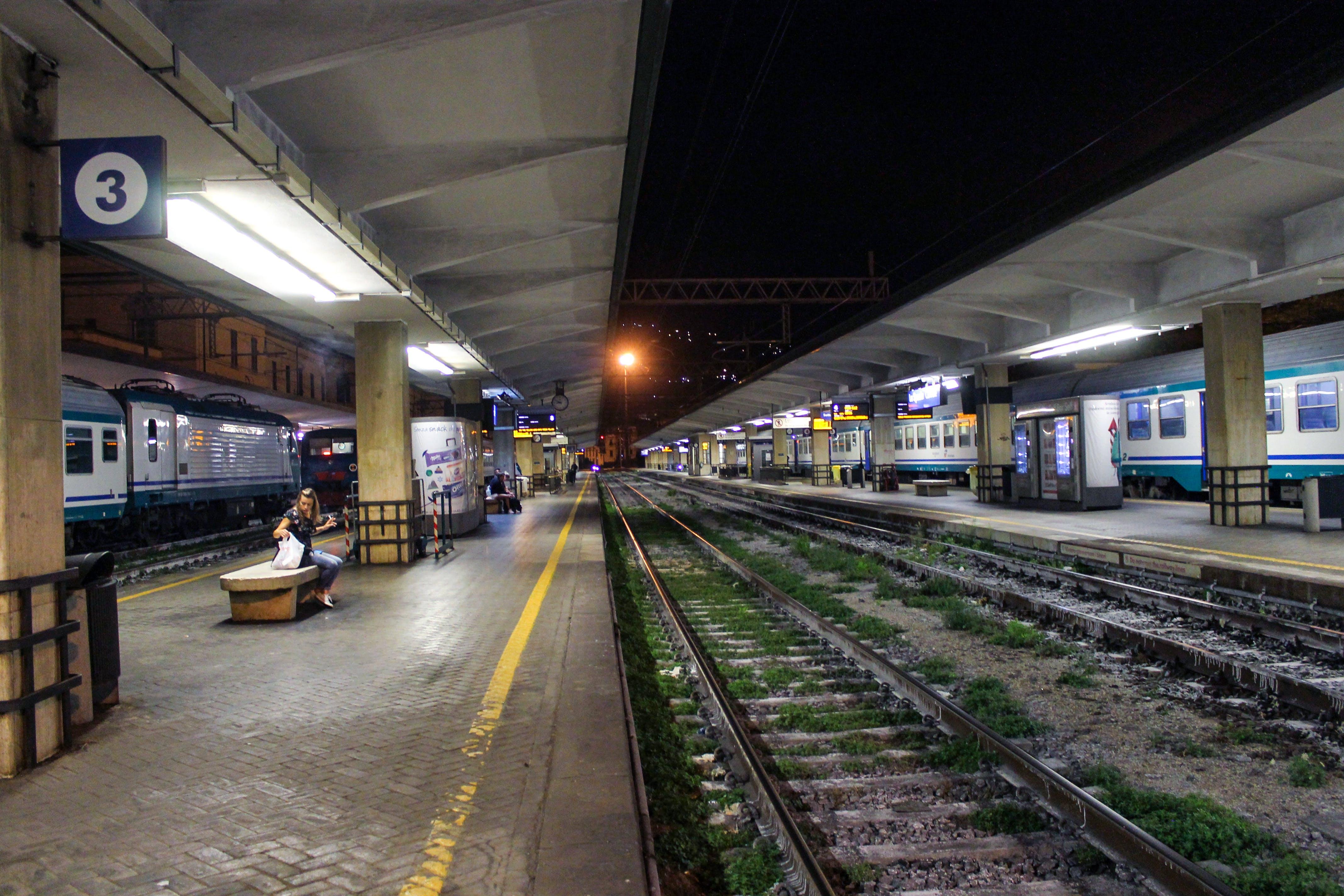 晚上, 火车轨道, 站 的 免费素材照片