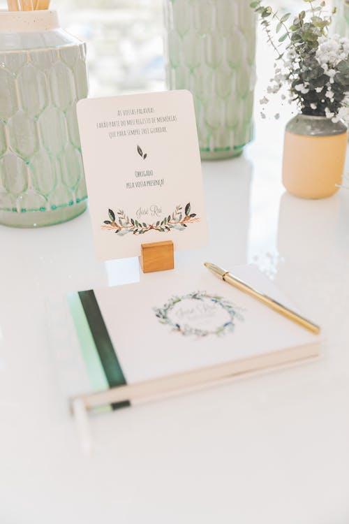 공책, 꽃, 꽃꽂이, 볼펜의 무료 스톡 사진