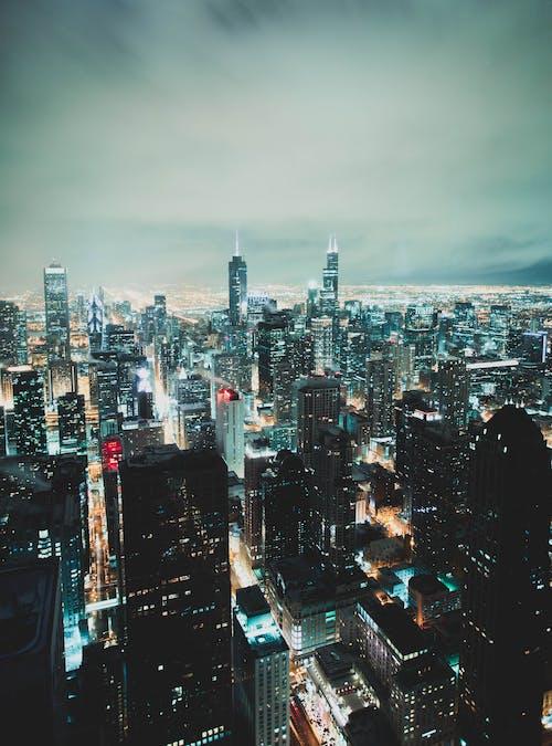 Gratis lagerfoto af aften, by, byens lys, bygninger