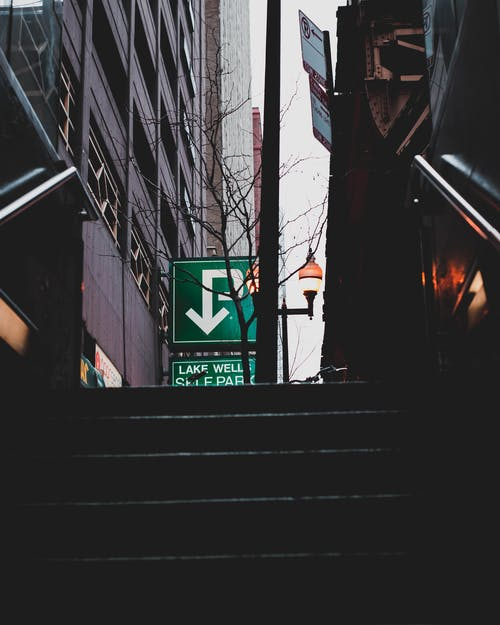 Ilmainen kuvapankkikuva tunnisteilla business, käsijohde, katu, kaupunki