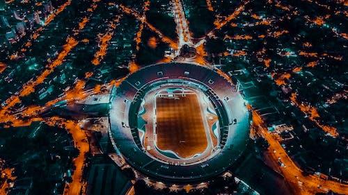 Foto profissional grátis de arquitetura, campo de esportes, cidade, escuro