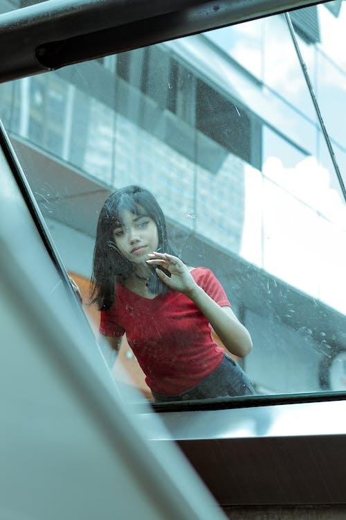 Aziatische vrouw, daglicht, drinkglas