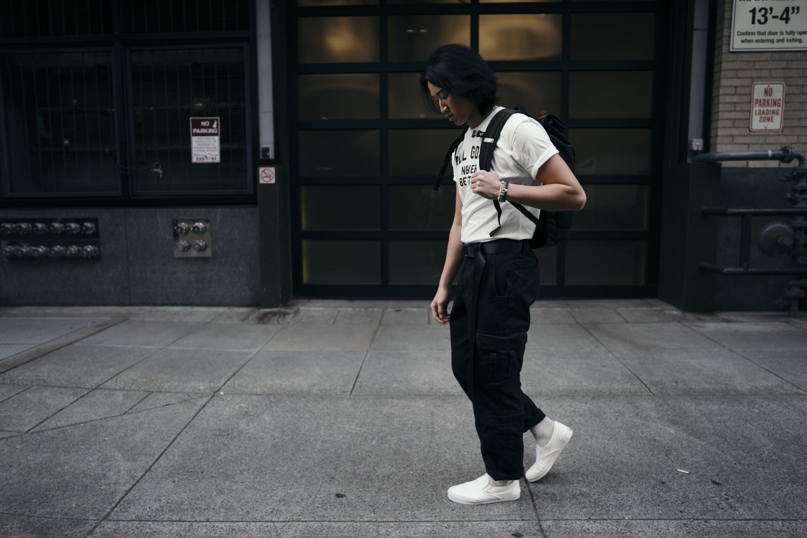 Základová fotografie zdarma na téma architektura, asiat, bílé boty, budova