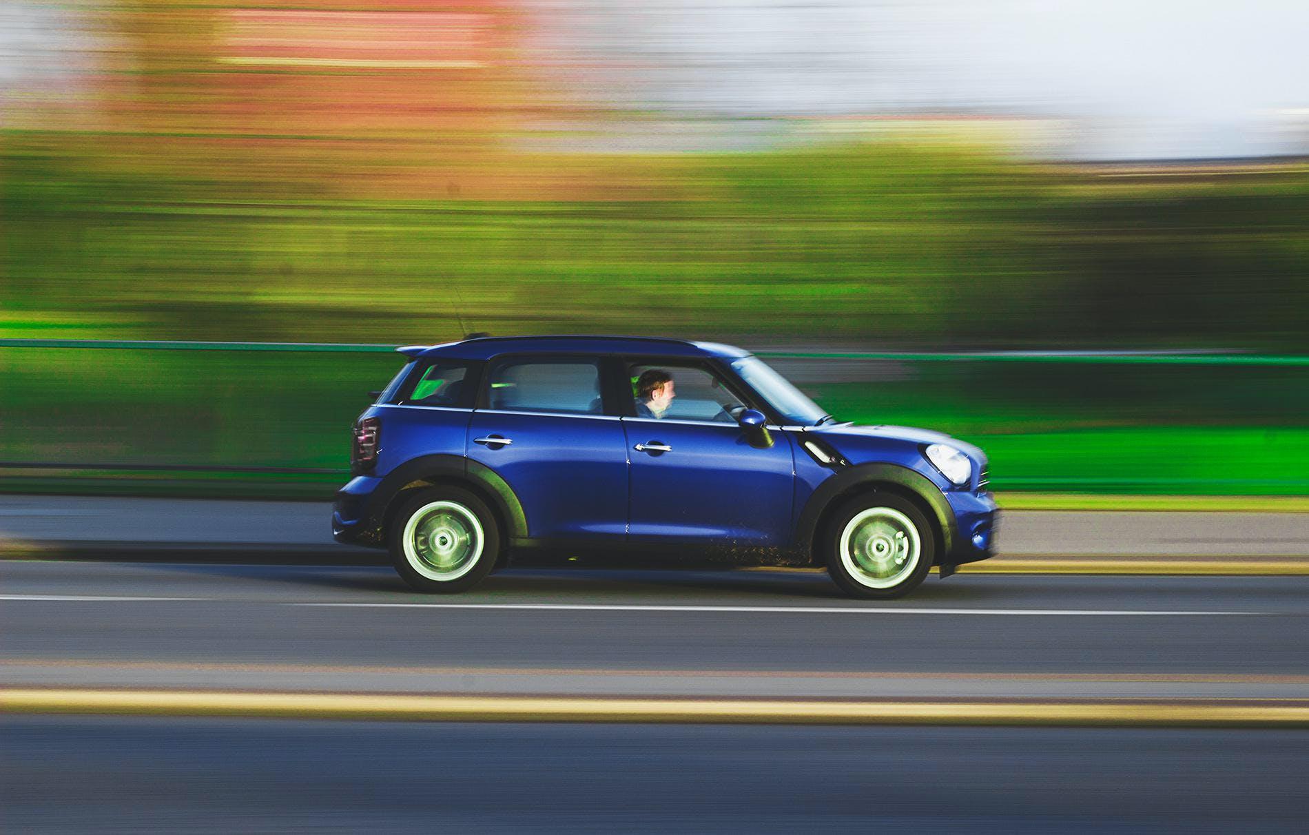 Kostenloses Stock Foto zu auto, autobahn, bewegung, fahren