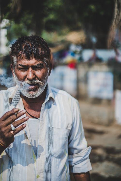 Fotos de stock gratuitas de adulto, anciano, calle, desgaste