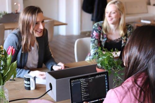 Imagine de stoc gratuită din cameră, femei, în interior, întâlnire