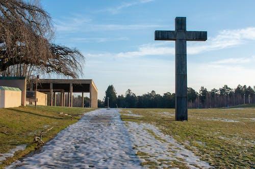 Бесплатное стоковое фото с кладбище, крест