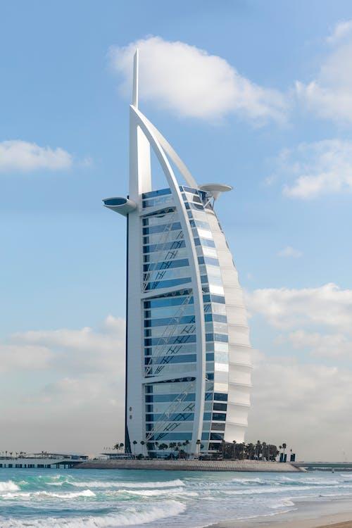 Gratis lagerfoto af arkitektur, bølger, Burj al arab, bygning