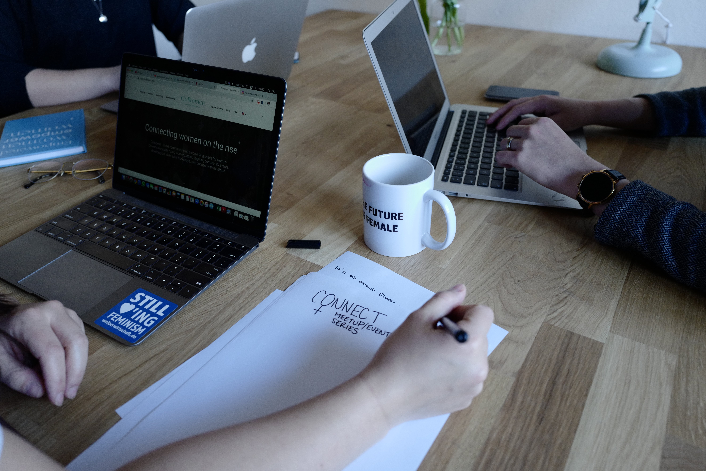 互聯網, 作文, 咖啡, 室內 的 免费素材照片
