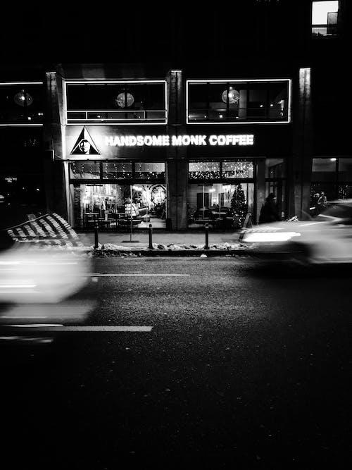 Foto d'estoc gratuïta de arquitectura, bar, carrer, carretera