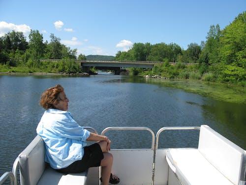 Ilmainen kuvapankkikuva tunnisteilla nainen vene sininen taivas