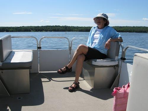 Ilmainen kuvapankkikuva tunnisteilla nainen veneellä onnellinen