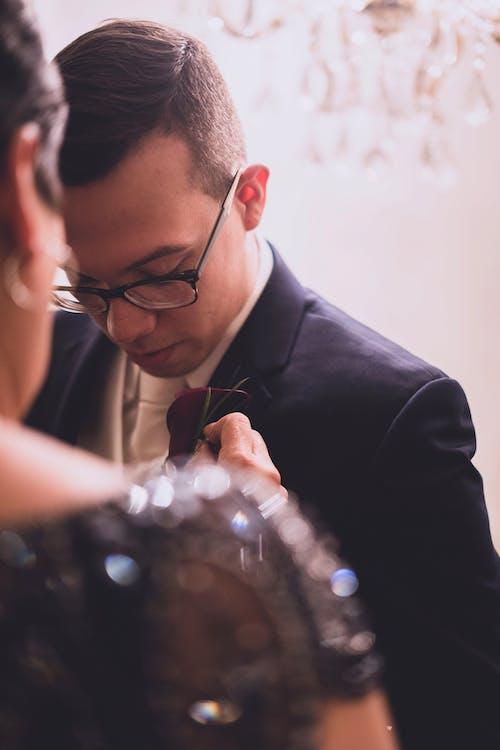 Kostnadsfri bild av brudgum, ceremoni, föräldrar, glasögon