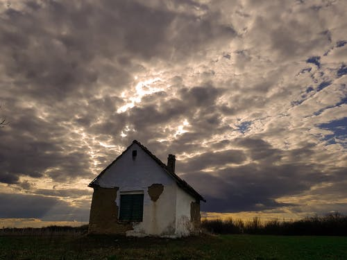 Free stock photo of dramatic sky, old house, sky