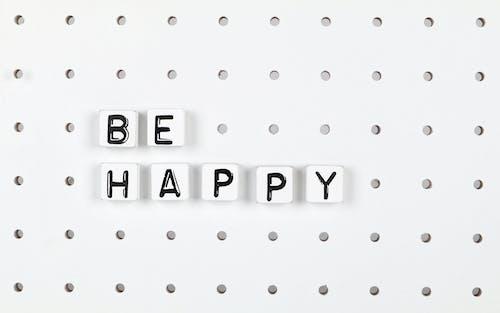 Δωρεάν στοκ φωτογραφιών με pegboard, ασπρόμαυρο, να είσαι χαρούμενος