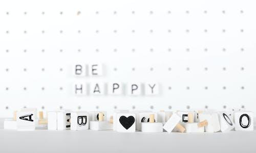 Δωρεάν στοκ φωτογραφιών με pegboard, ασπρόμαυρο, καρδιά, να είσαι χαρούμενος
