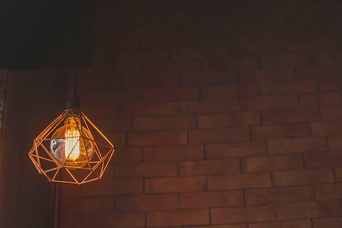 Photos gratuites de à l'intérieur, ampoule, articles en verre, briques