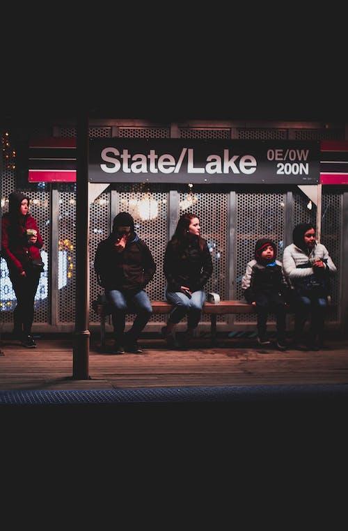 Gratis arkivbilde med bussholdeplass, gate, mennesker