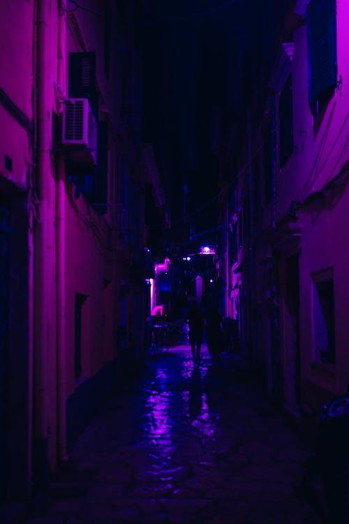Foto profissional grátis de alameda, escuro, noite, rua
