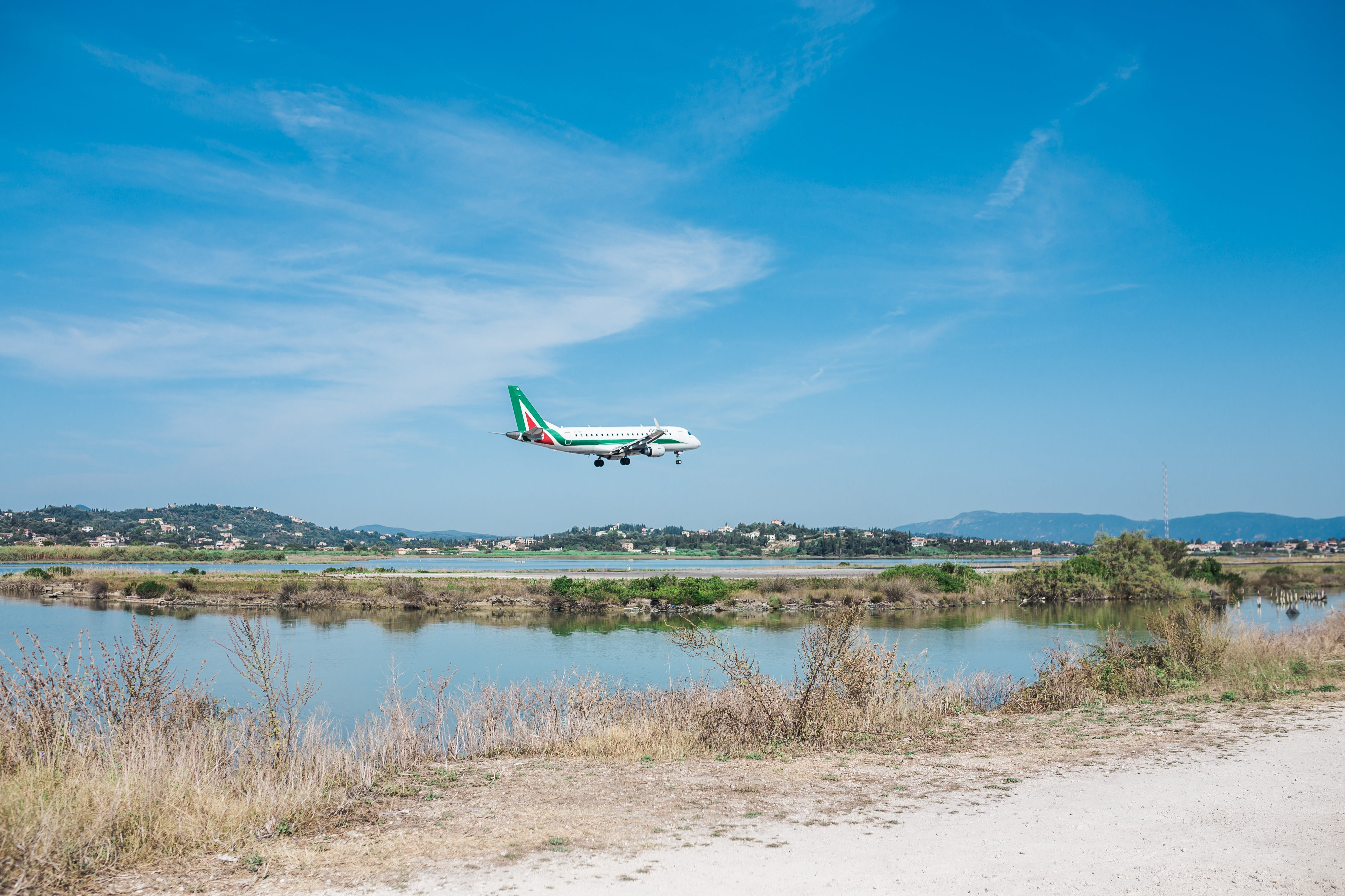 Gratis lagerfoto af dagslys, flyve, flyvemaskine, græs