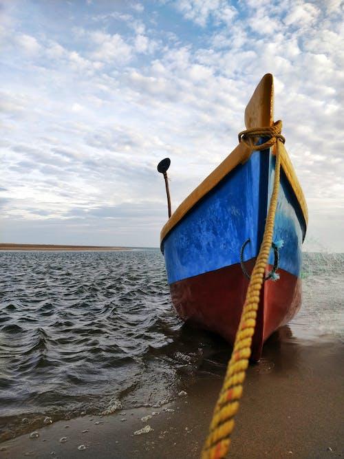 Ilmainen kuvapankkikuva tunnisteilla aamun valo, hiekkaranta, kalastaja, vene